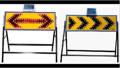 促销太阳能箭头灯 太阳能导向牌 道路 led施工牌 交通警示灯图片