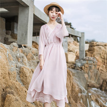 Smile to the warm art retro V neck embroidery seven-point sleeve dress solid color chiffon dress 2018 spring new